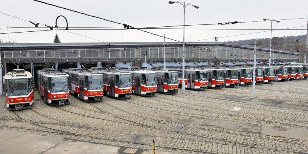 """Dopravní podnik hl. m. Prahy ukončuje provoz """"hranatých"""" tramvají rozlučkovou jízdou"""