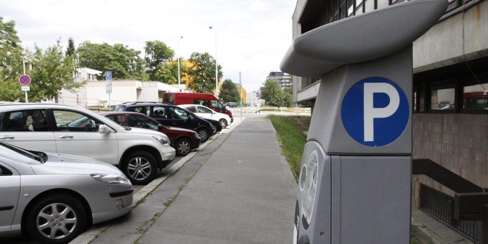 Parkovací zóny v Praze se šíří. Poprvé dosáhnou až k Pražskému okruhu